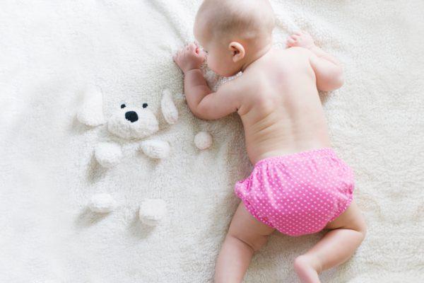 baby met knuffel bij tubbie kinderopvang in vlaardingen holy